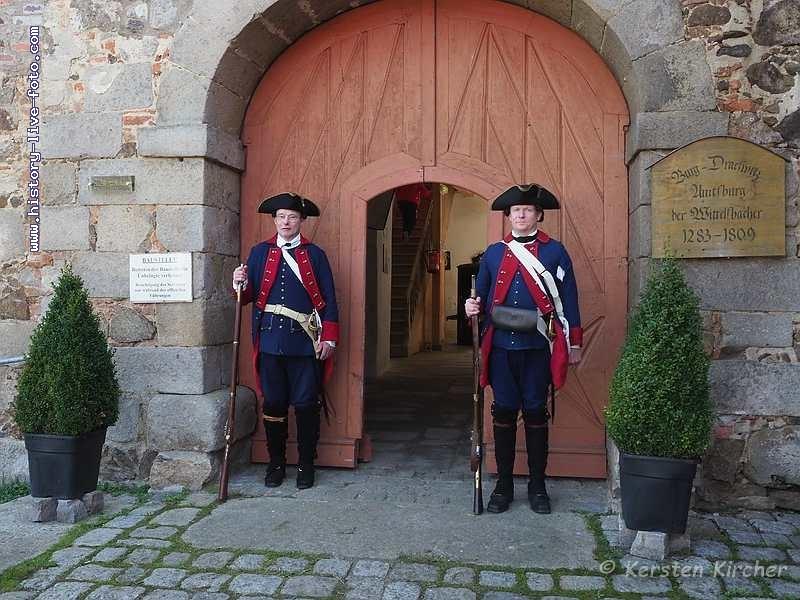 http://www.history-live-foto.com/bgal3/cache/vs_Burgtreswitz%20im%20Burghof%202017_tres17_E2170031.jpg