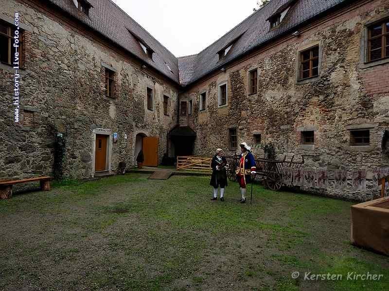 http://www.history-live-foto.com/bgal3/cache/vs_Burgtreswitz%20im%20Burghof%202017_tres17_E2170535.jpg